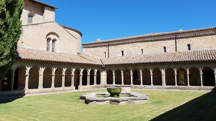 cloitre abbaye saint hilaire limouxin
